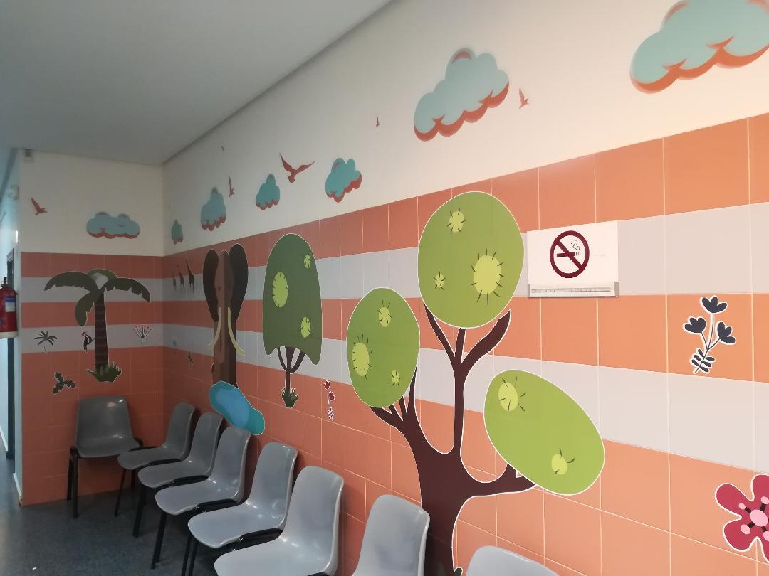 El arte humaniza las salas de pediatría de Tomelloso