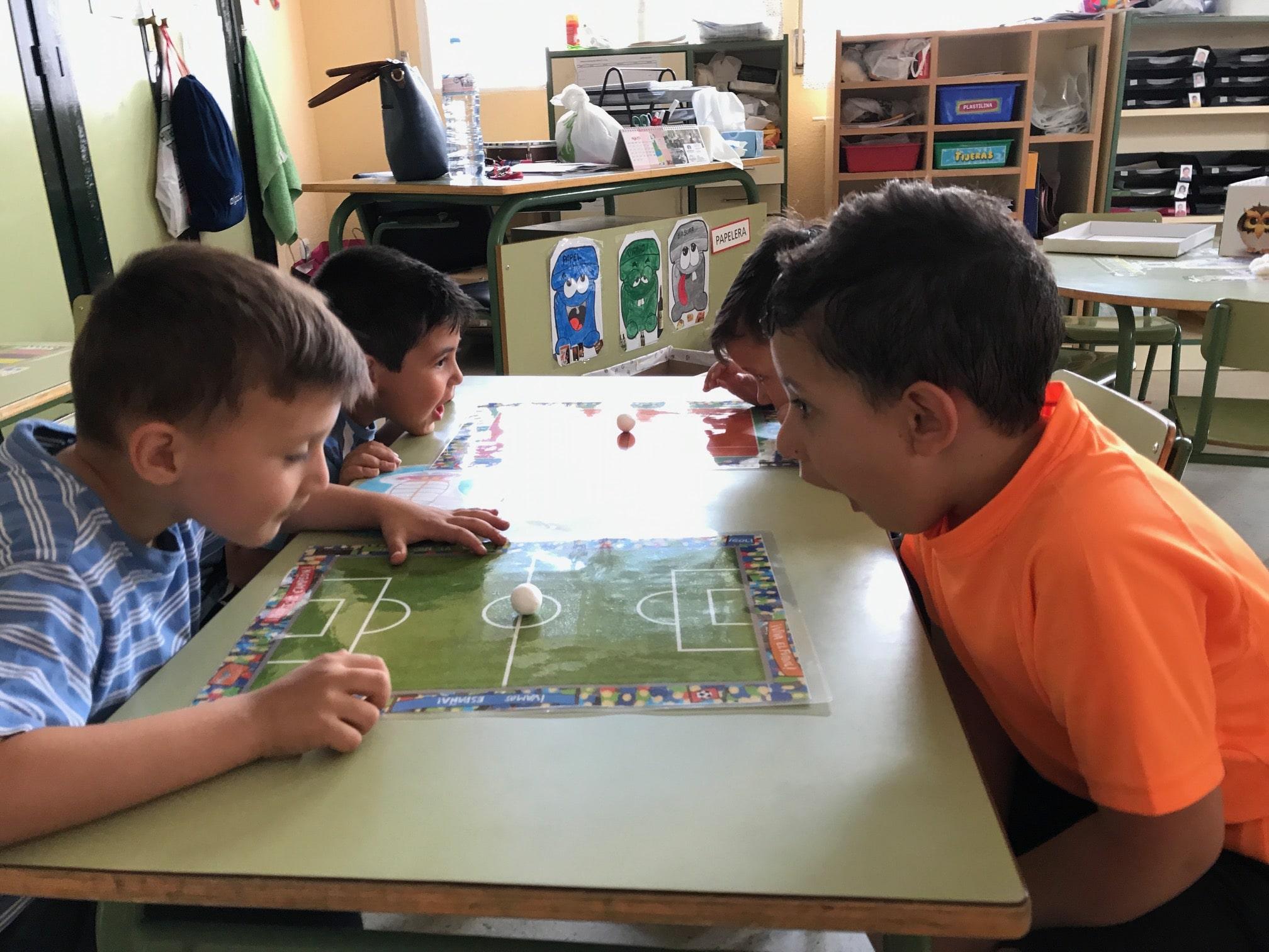 La estimulación del lenguaje oral a través de la narración y el juego, 'in english'