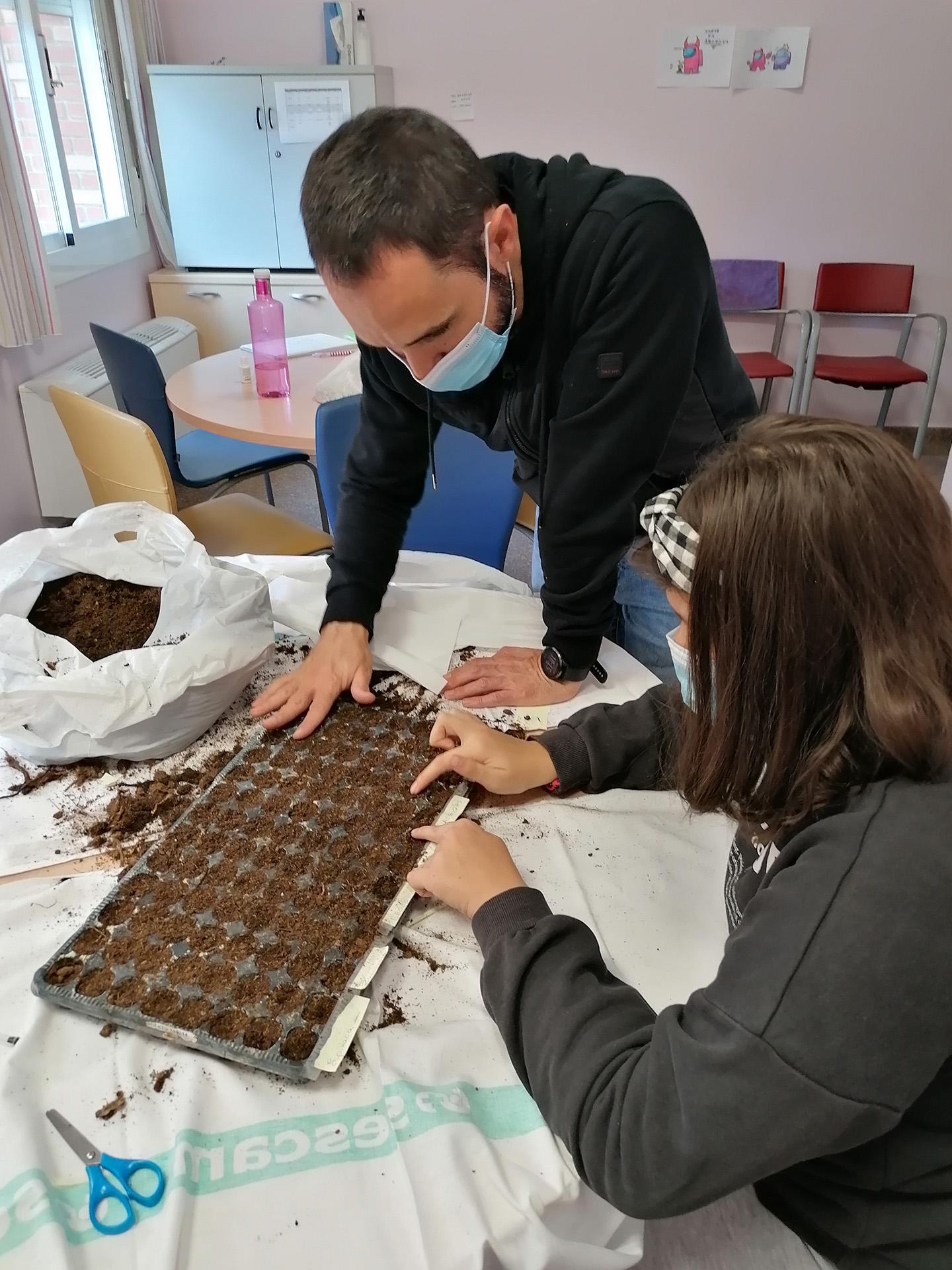 Sembrando Sostenibilidad Ambiental en el Hospital de Día Juvenil de Nuestra Señora del Perpetuo Socorro de Albacete
